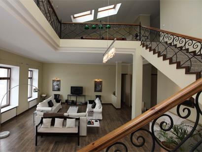 Эксклюзивные двухуровневые VIP апартаменты посуточно на Адмиралтейской набережной 10