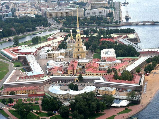 Вертолётные прогулки на центром СПб и Петергофом