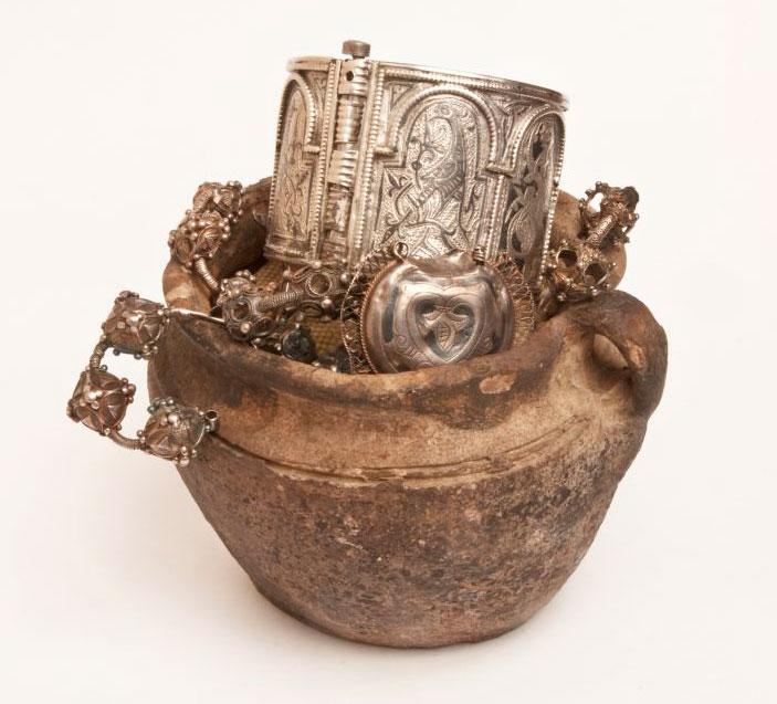 Выставка «КЛАДЫ ДРЕВНЕЙ РУСИ В СОБРАНИИ РУССКОГО МУЗЕЯ»