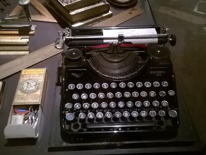 Раритетная печатная машинка для печати на финском языке