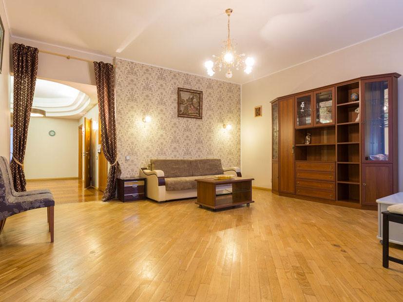 Новая квартира посуточно в теплых тонах на Крестовском острове