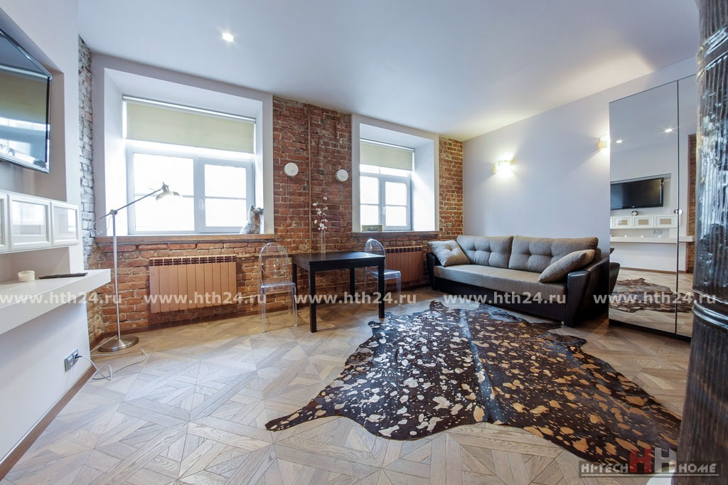 One-roomed studio for by day rent in the center of SPb at Millionnaya 20