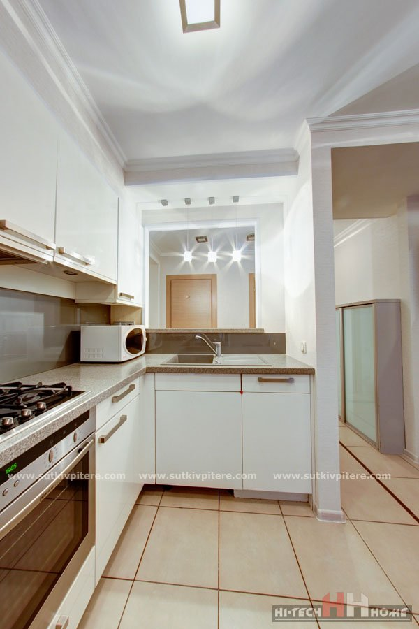 Three-roomed apartment for rent in the center of SPb at Bolshaya Koniyshennaya street 3