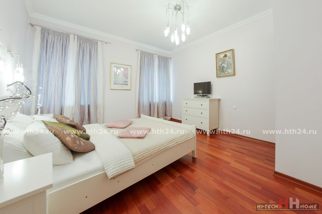 Three — room Apartment for Short Term Rent in Saint-Petersburg at Marata 14